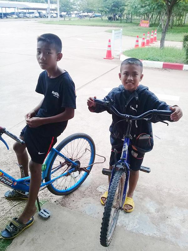 thăm bố trong tù, đi xe đạp, vượt 50km, tình yêu dành cho bố