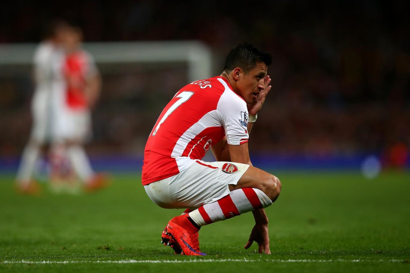 Alexis Sanchez gây rối với đồng đội