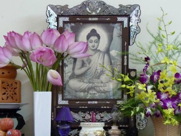 Dâng hoa tươi gì lên bàn thờ để thu hút tài lộc, giàu sang