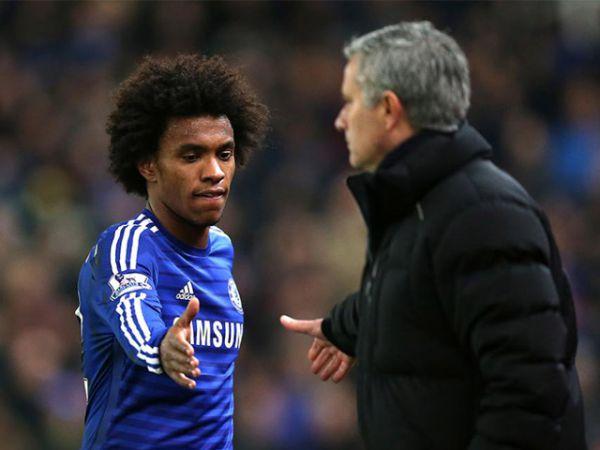 Willian phủ nhận tin đồn đi đêm với Mourinho